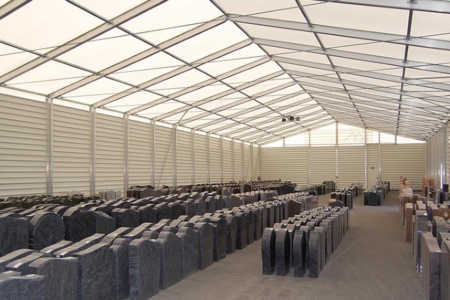 Ausstellungshalle 15 × 40 m| Großhandel für Grabmale