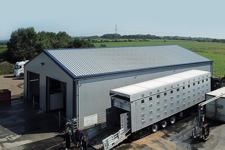 Fahrzeughalle 15 × 25 m | LKW-Waschanlage